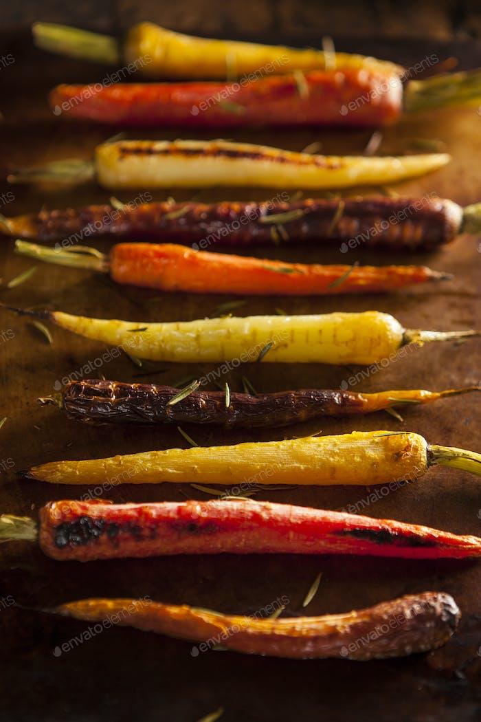 Bunte bunte bunte geröstete Karotten