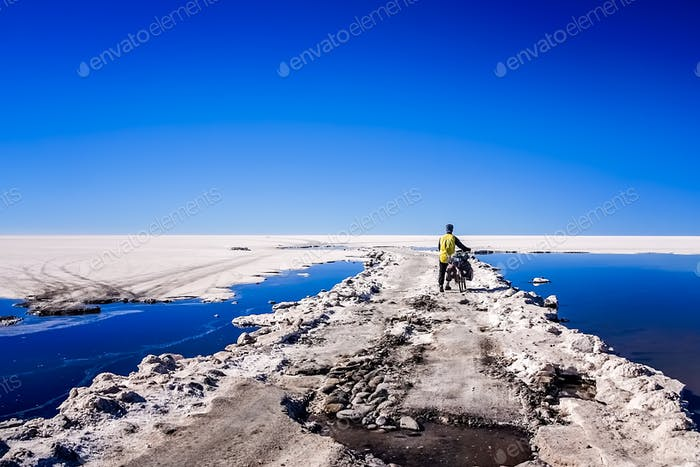 Traveling through the Salar de Uyuni