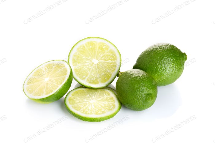 Fruta fresca de lima aislada