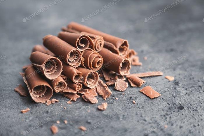 Thumbnail for Köstliche Schokoladen-Swilrs auf rustikalem Hintergrund