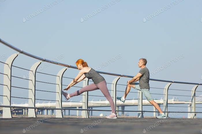 Растягивание мышц ног