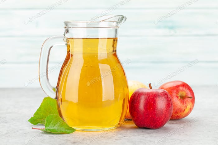 Apple juice and red apple fruits