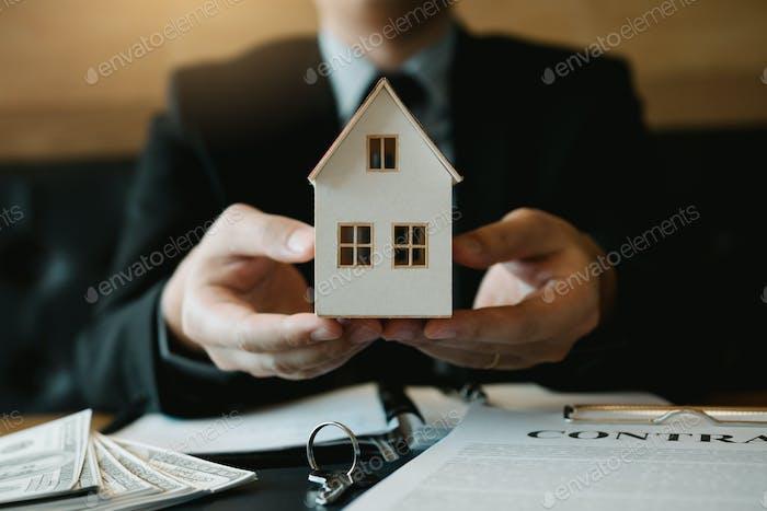 Immobilienverkäufe geben Kunden das künstliche Zuhause.