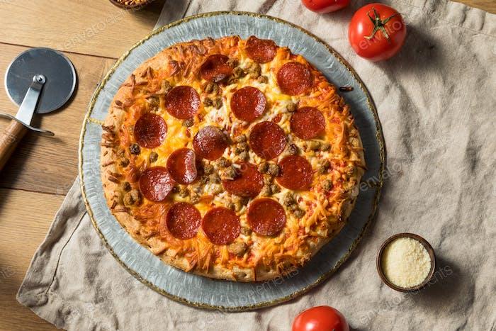 Hausgemachte Fleischliebhaber Pepperoni Pizza