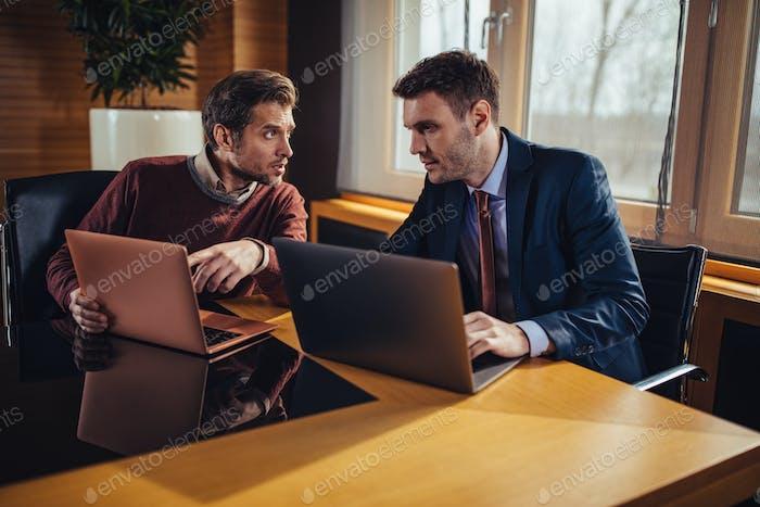 Online-Suche nach Geschäftslösungen