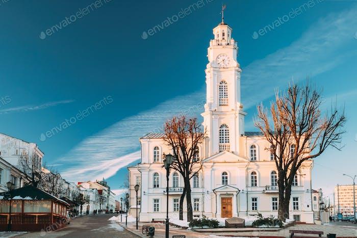 Vitebsk, Bielorrússia. Vista de Old Town Hall Em Inverno Dia Sunny. Fam