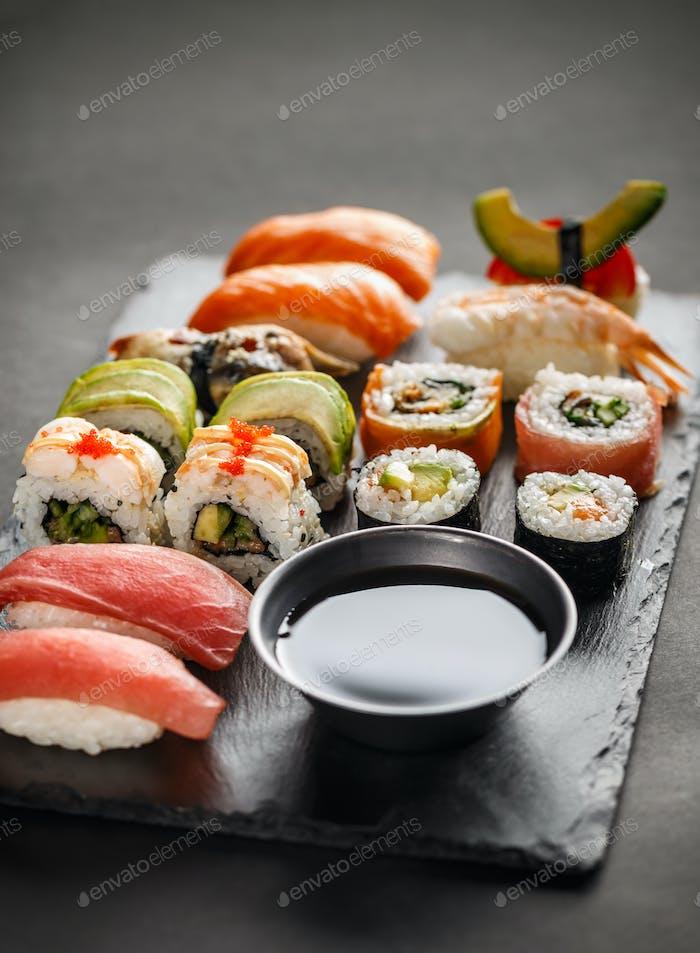 Sushi Set sashimi
