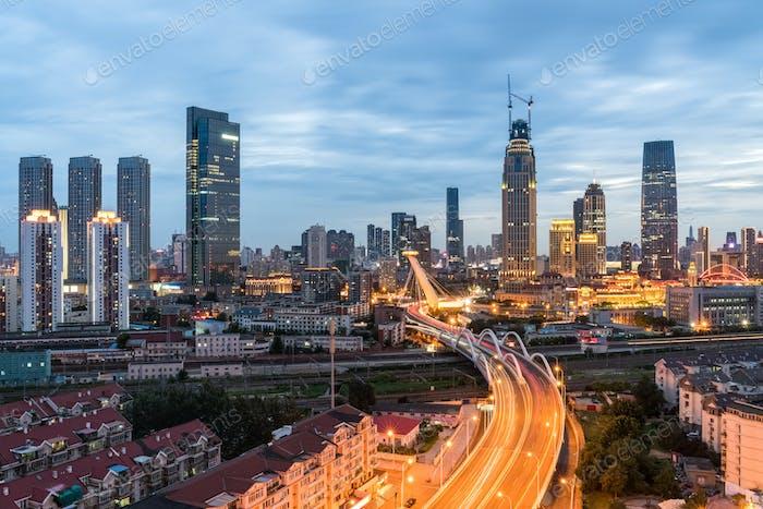 hermosa Tianjin en el anochecer