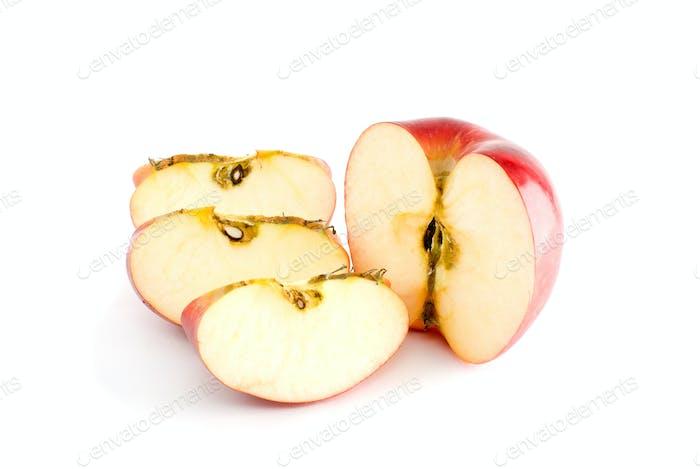 Roter Apfel Hälfte und drei Stück