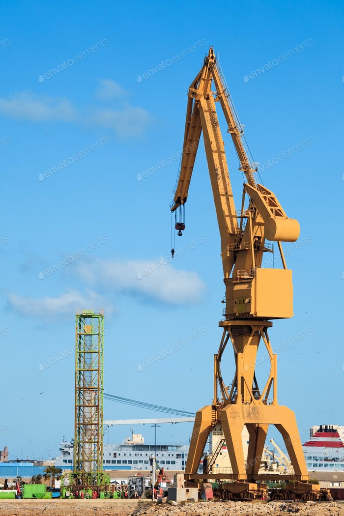 Crane of the dockyards