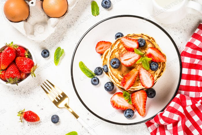 Pancakes with fresh berries and honey