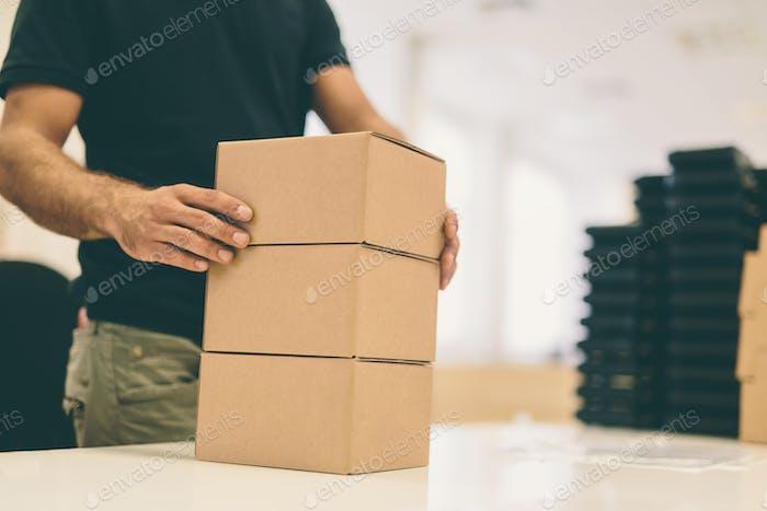 Versandbereite Boxprodukte
