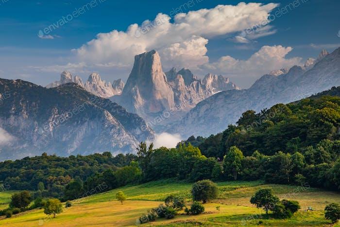 Naranjo de Bulnes bekannt als Picu Urriellu in Asturien, Spanien