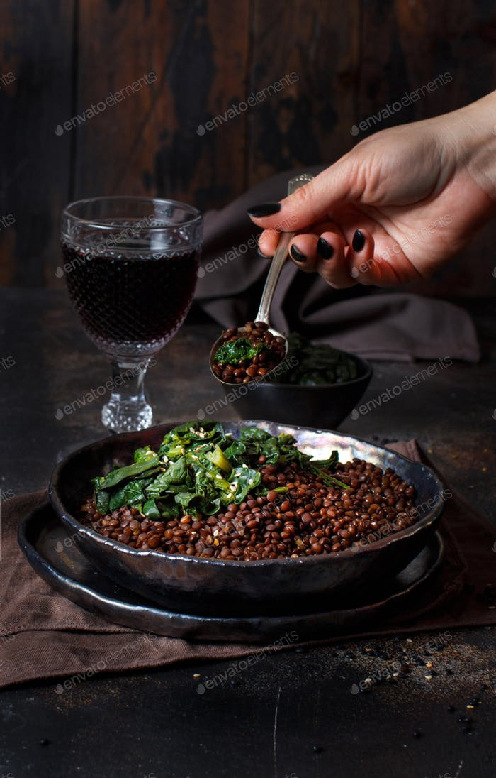 Black lentils and spinach stew