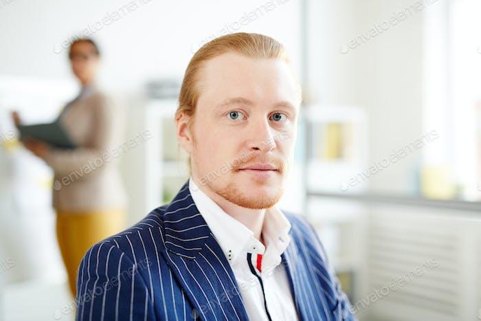 Selbstbewusster Geschäftsmann