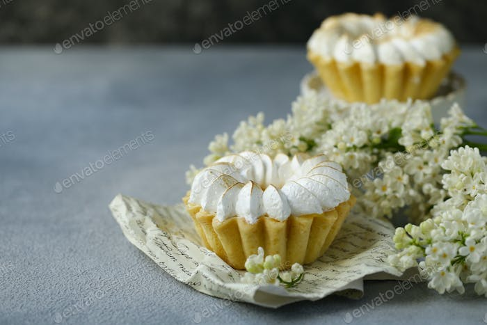 Tartlets with Lemon Cream