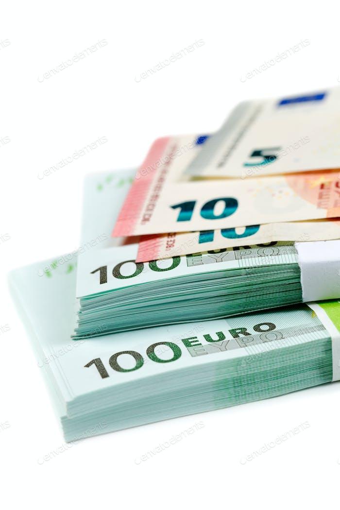 Banknoten 100, 10 und 5 Euro