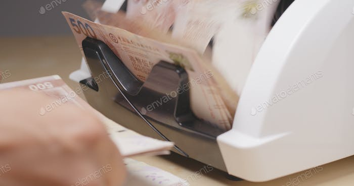 Banknote bill counting on machine