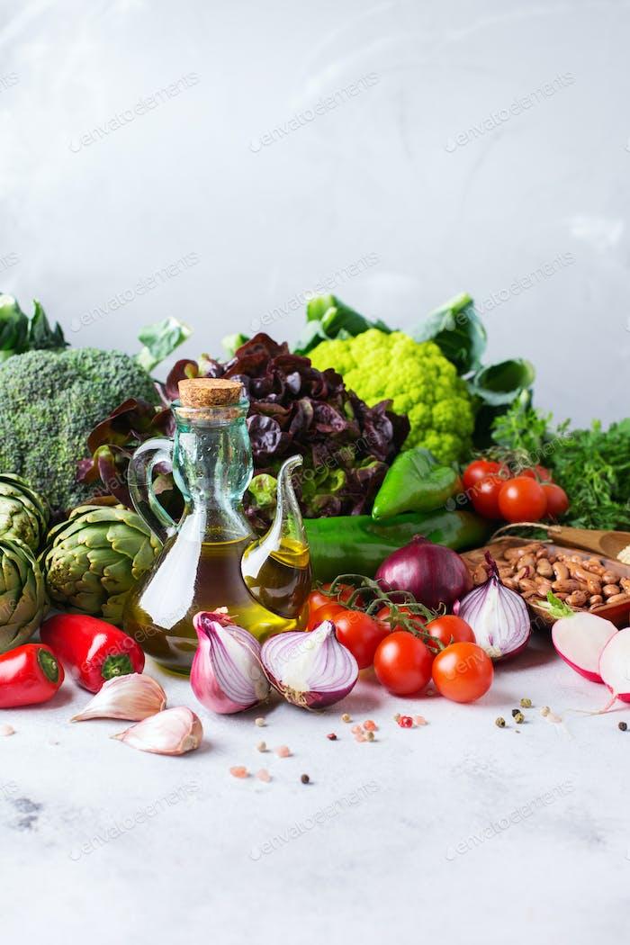 Sortiment von frischem Bio-Bauernmarkt Gemüse Lebensmittel zum Kochen veganer vegetarischer Ernährung