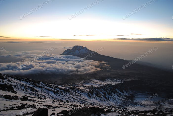 Landschaft des Mount Kilimandscharo - das Dach von Afrika in Tansania.