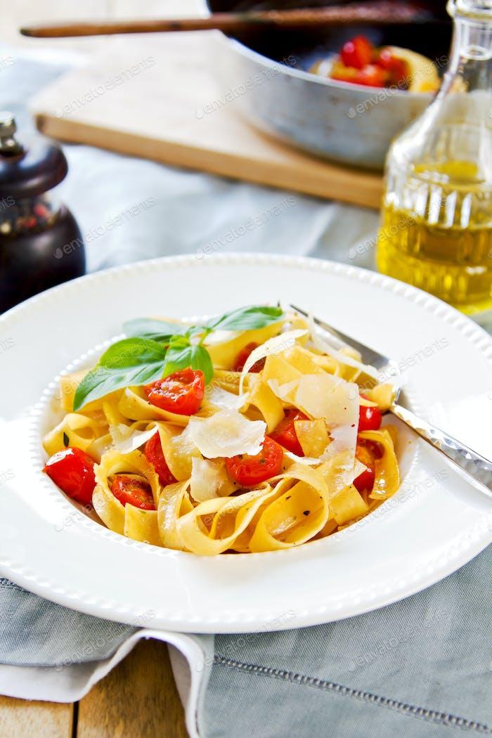 Tagliatelle with tomato
