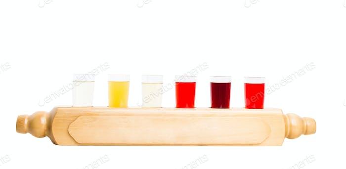 Alkoholische Tinkturen mischen.