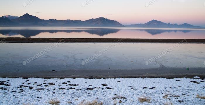 Bonneville Salt Flats Graham Peak Sunset Mountain Range Snow Mir