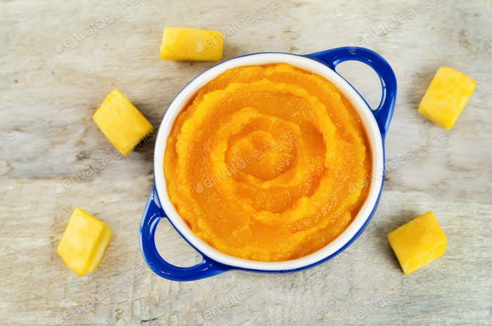 Pumpkin puree with raw slices