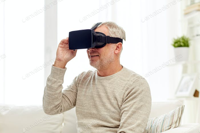 alter Mann in Virtual Reality Headset oder 3D Brille