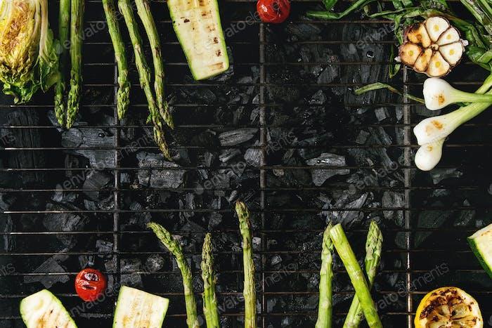Gegrilltes Gemüse auf Holzkohle