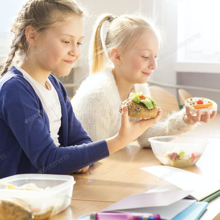Young girls eating healthy sandwiches