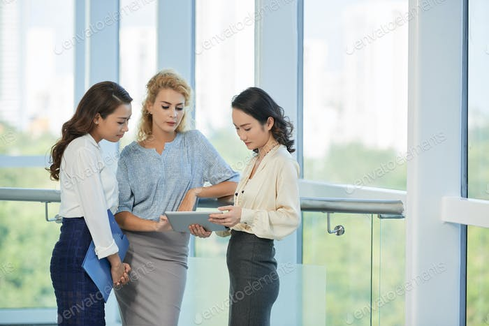 Business woman discussing data on the screen