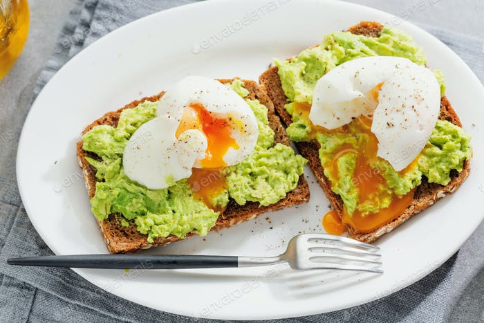 Sandwiches with avocado and egg