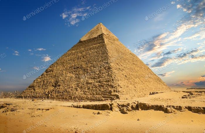 Horizontal con pirámide