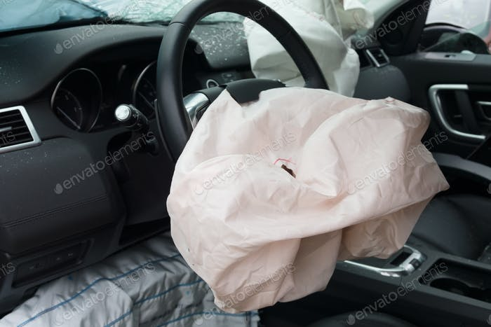 Fahrzeugabsturz und Airbag-Einsatz