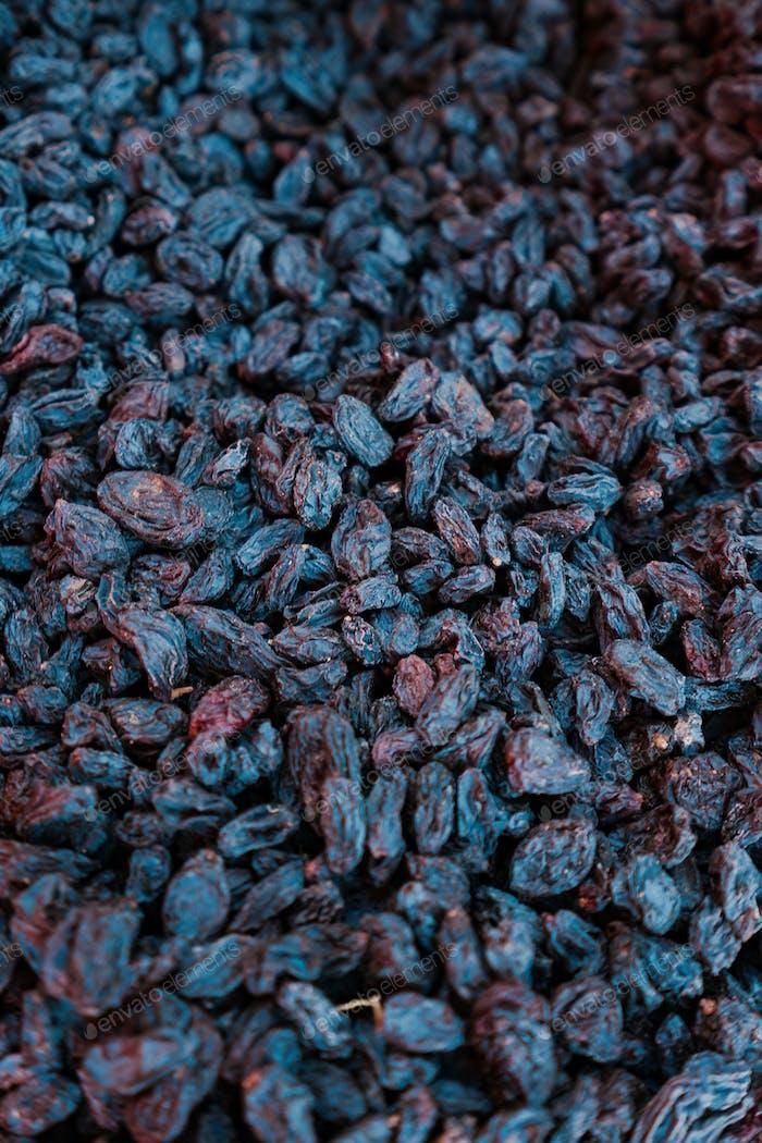 Organic raisins background