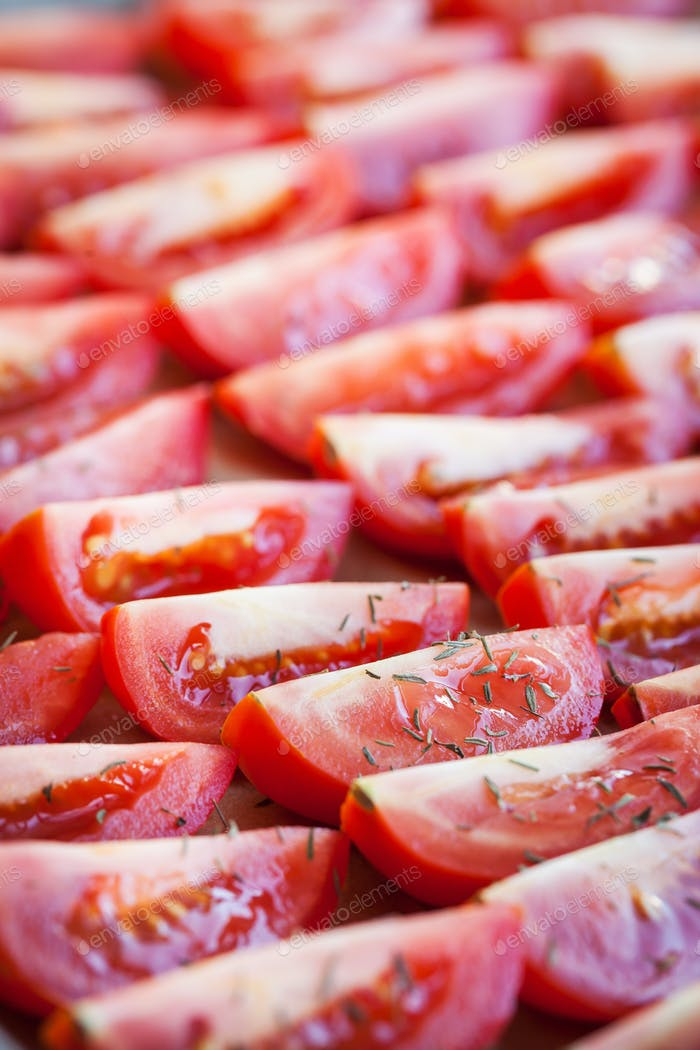 Fresh ripe raw sliced red tomatoes