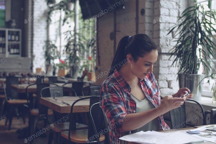 Young girl makes a photo
