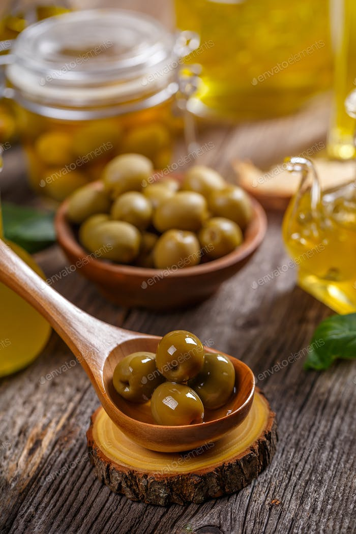 Grüne eingelegte Oliven