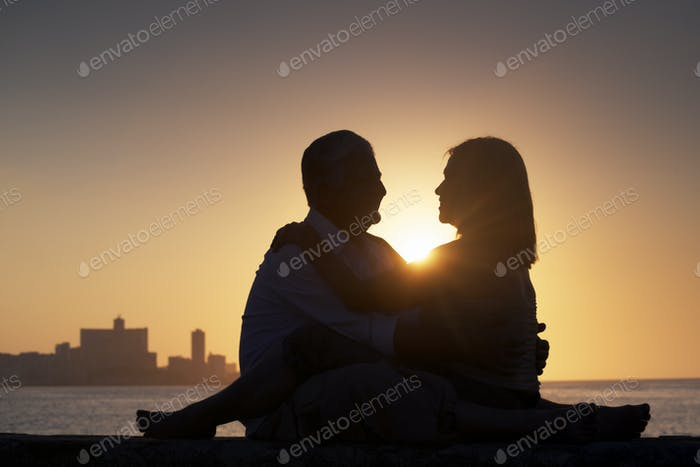 Pensionierte Menschen Romantische Ältere Paar In Liebe Küssen