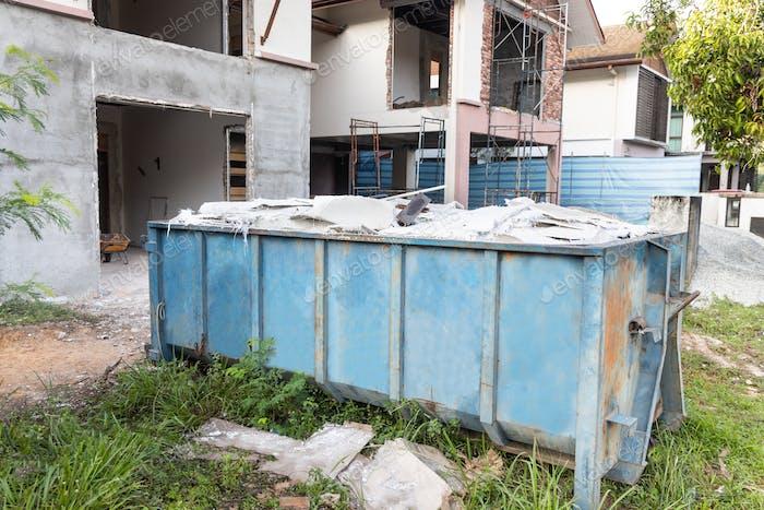 Müllcontainer Roro Müll sammelt Müll auf Baustelle
