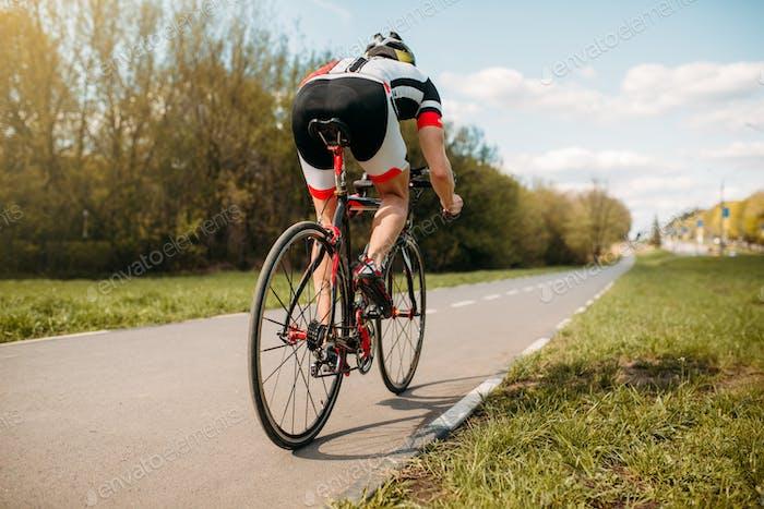 Radfahrer Fahrten mit dem Fahrrad, Seitenansicht