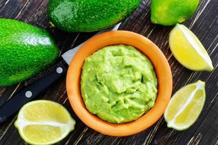 Guacamole in Schüssel