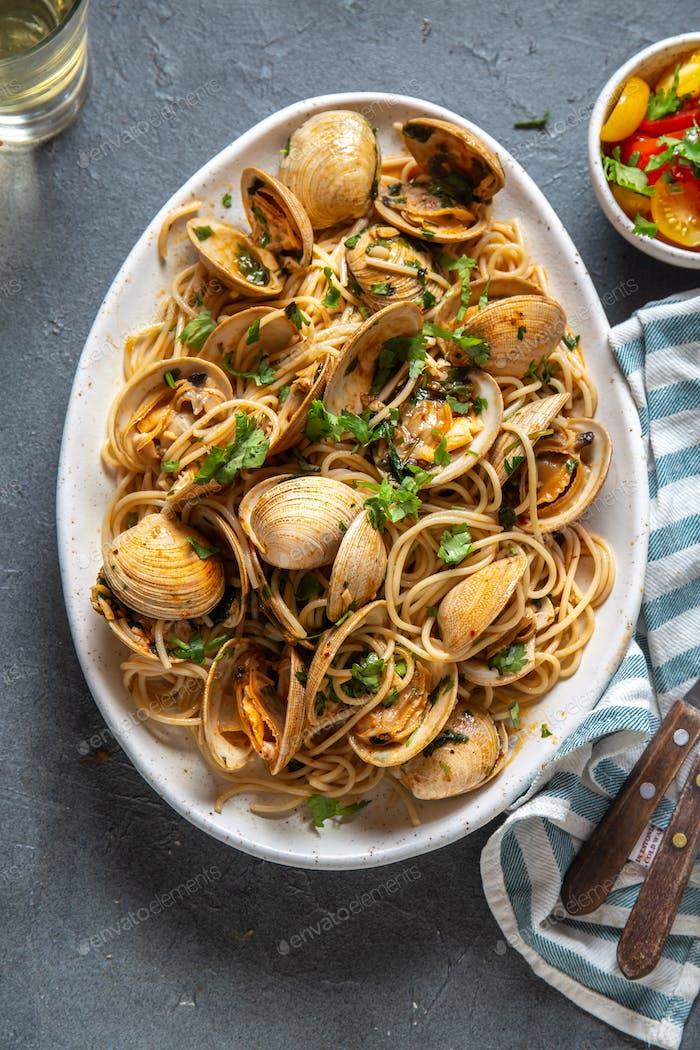 Seafood Pasta. ITALIAN SPAGHETTI ALLE VONGOLE