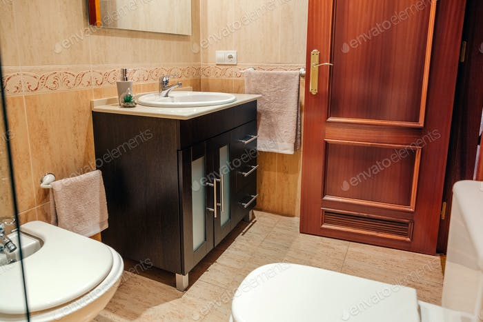 Tidy bathroom with washbasin cabinet