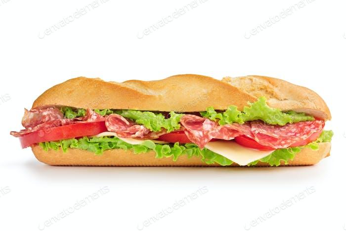 Salami Sandwich isoliert auf weiß