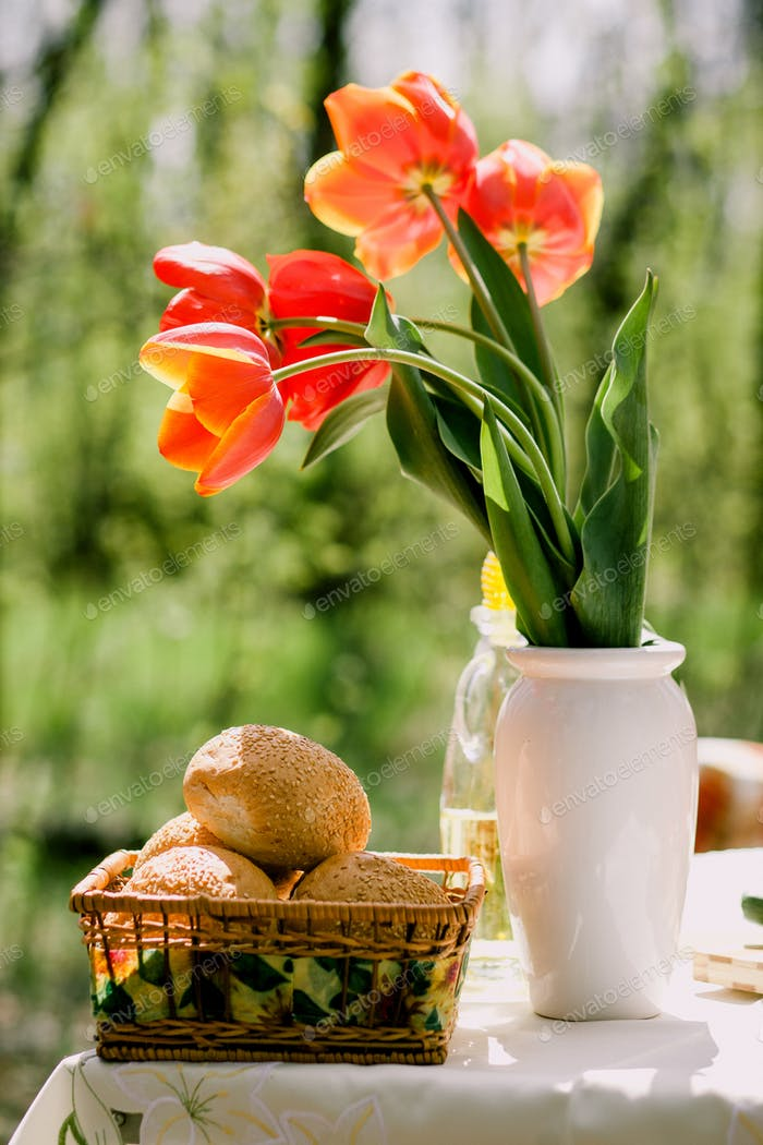healthy eating picnic outdoors