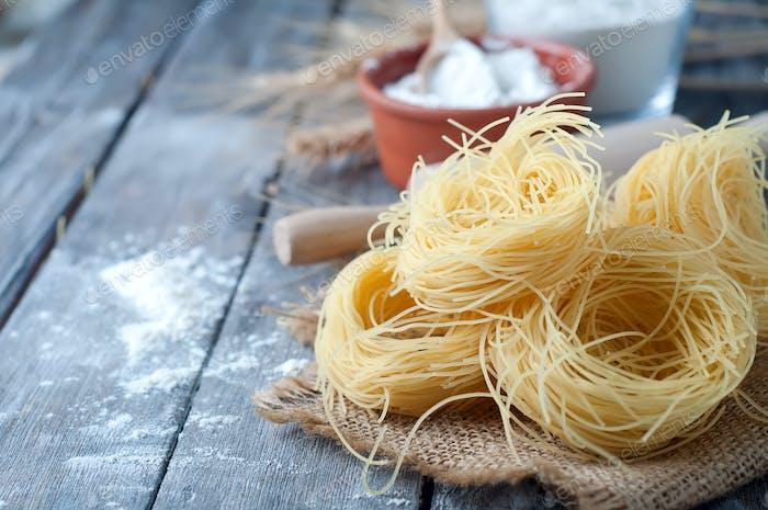 Frische Pasta und Zutat