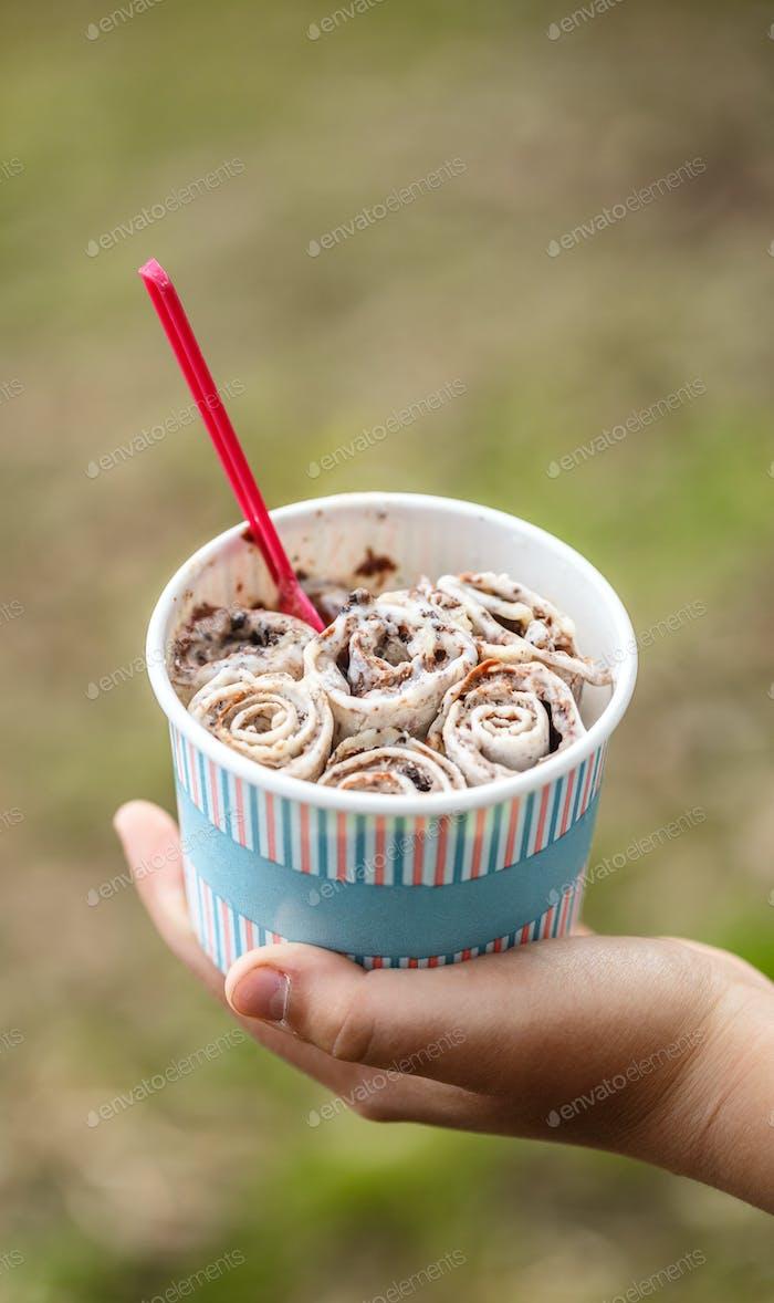 Gerolltes Thai-Eis