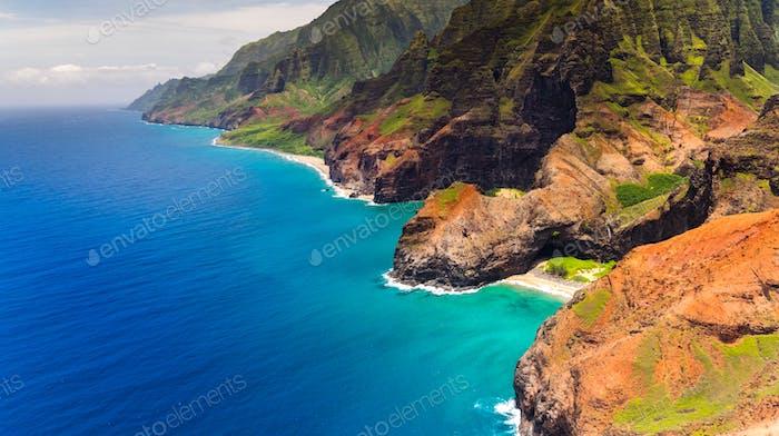 Luftbild von Honopu Arch bei Na Pali Küste, Kauai